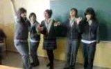 kızlardan sınıfta çılgın halay