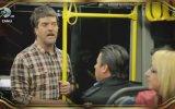 Şarkılarla Yaşayan Adam Otobüste