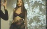 Genç Angelina Jolie Bikini Çekimleri