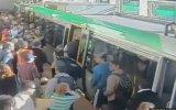 Avustralya'da Yolcunun Bacağı Trene Böyle Sıkıştı