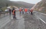 Bilecik-İstanbul karayolu toprak kayması nedeniyle ulaşıma kapandı - BİLECİK