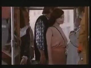 Otobüste aleti çıkarmış kıza gösteren piç  Sürpriz Porno