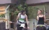 Duman, Hayranıyla Hatun Şarkısını Söylemesi 2002